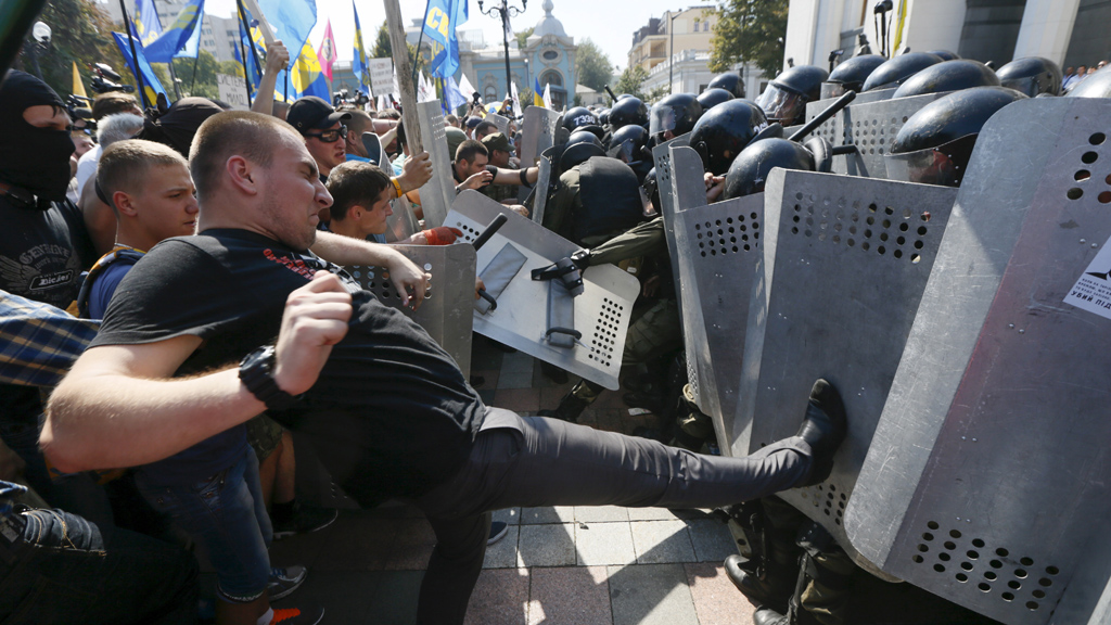 Clashes outside parliament in Kiev (Reuters)