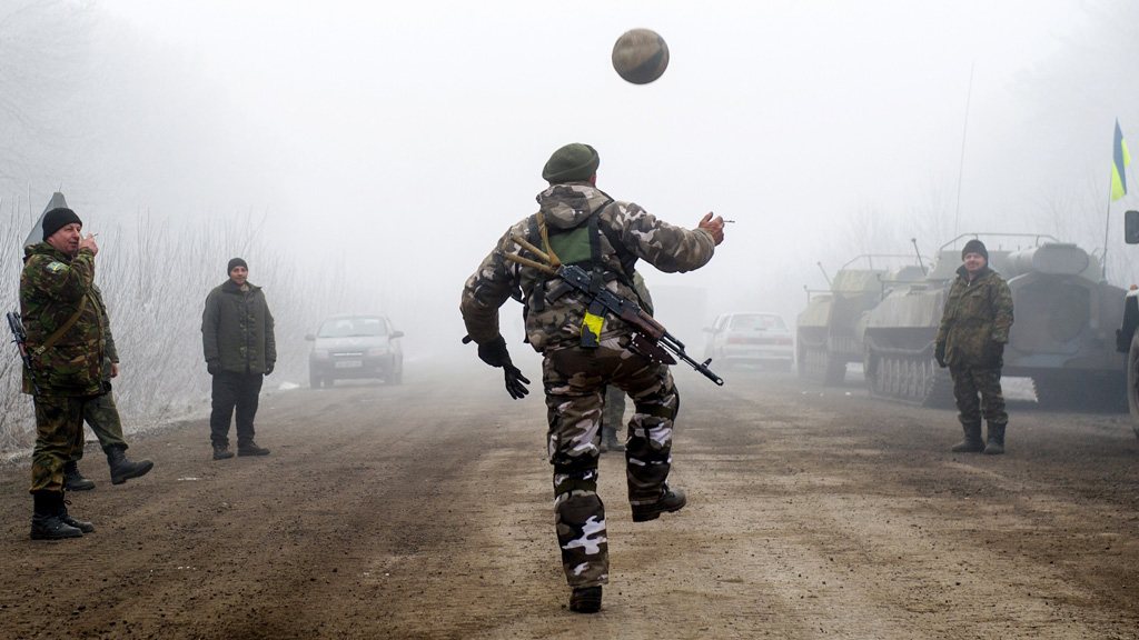 Ukrainian soldiers play football on the road to Debaltseve (Getty Images)