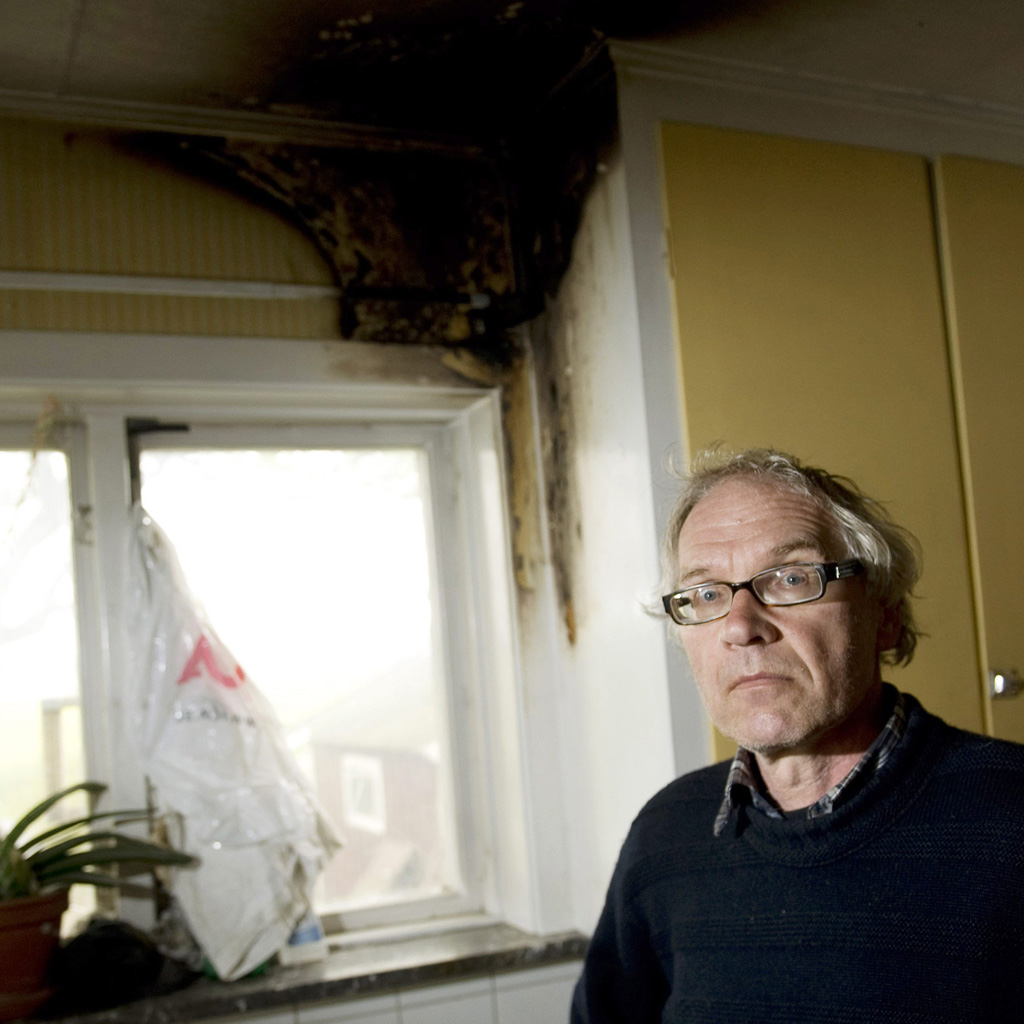 Lars Vilks shows arson damage to his home (Getty)