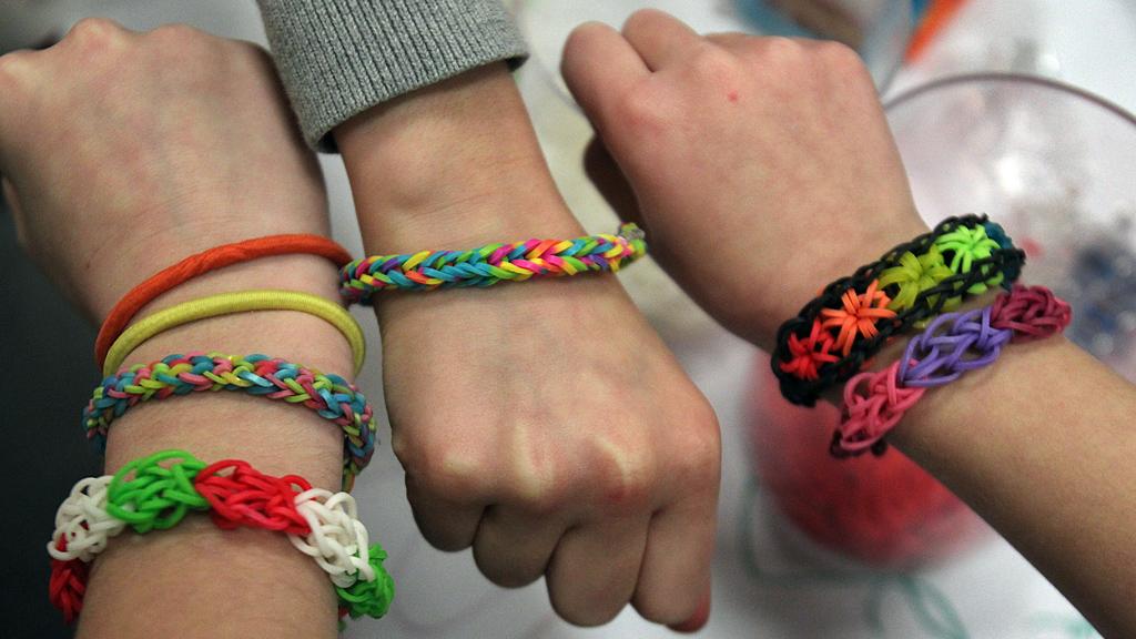 Loom Band bracelets on wrists (Getty)