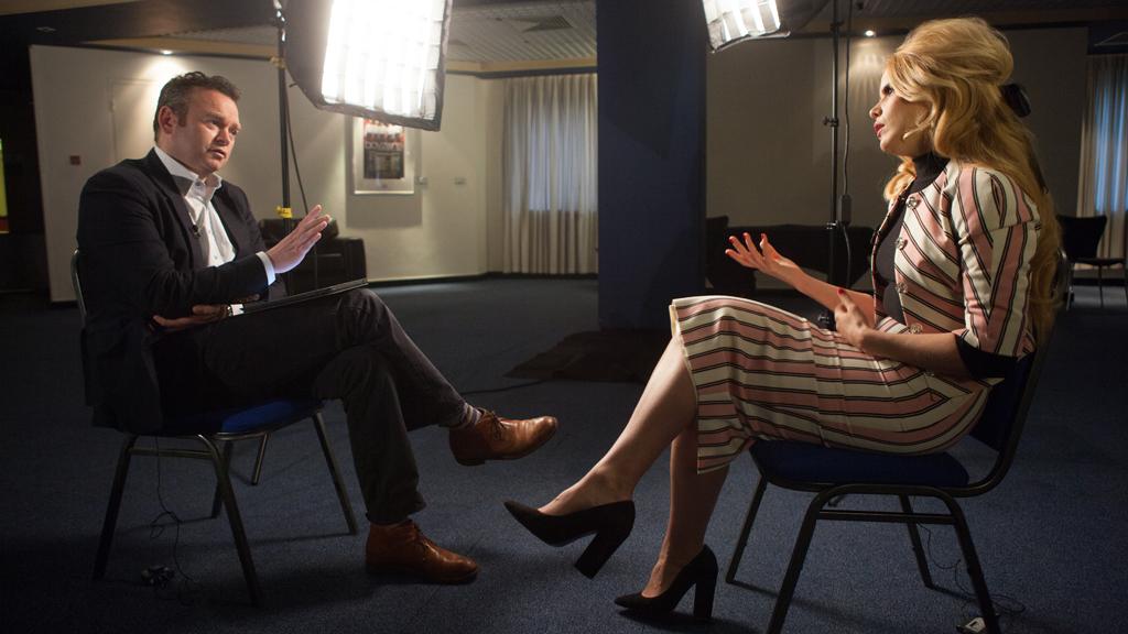 Channel 4 News correspondent Andy Davies interviews singer Paloma Faith (Dai Baker)