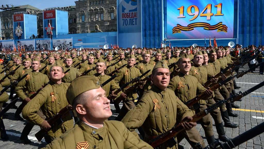Western leaders boycott Russian VE parade – Channel 4 News