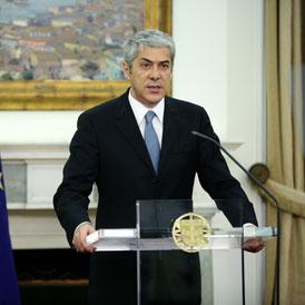 Jose Socrates delivering televised address. (Reuters)