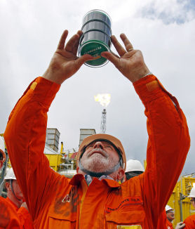 Brazil's President Lula da Silva observes the first oil of the Pre-Sal at Baleia Franca camp in July 2010. (Getty)