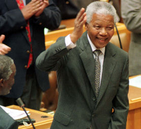 South Africa's Nelson Mandela leaves hospital (Reuters)
