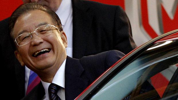 Chinese Premier Wen Jiabao visits the MG Longbridge plant (Reuters)
