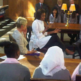 US First Lady Michelle Obama takes school pupils to Oxford (Reuters)