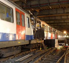 The 7/7 inquest has heard injured passengers waited an hour for an ambulance to arrive at Aldgate station.