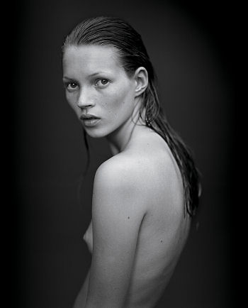http://www.channel4.com/news/media/2006/11/week_2/09_moss_by_sorrenti_gl.jpg
