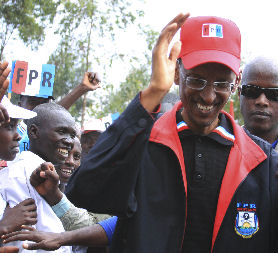 Paul Kagame campaigns in the Rwandan elections (Credit: Reuters)